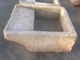 Pila de lavar antigua, mide 94 mt x 76 cm x 40 cm de alto