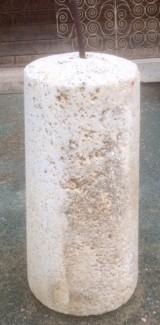 Rulo de piedra viva. Mide 48 cm de diámetro x 1 mt de alto