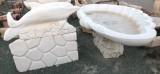 Fuente de mármol blanco Macael. Mide 2.30 m de largo x 1.20 m de ancho x 28 cm de altura. El pie y la vasca míden 80 cm de altura total