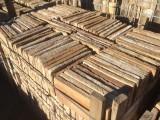 Ladrillo de suelo antiguo. Mide 30x15x3 cm. En stock hay 495 Uds = 22,27 m2