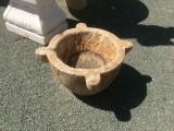 Mortero de piedra travertino. Mide 25 cm altura x 40 cm diámetro.