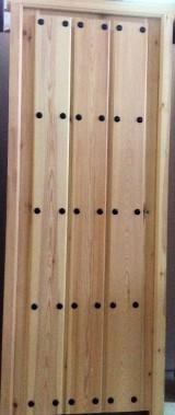 Puerta de interior madera de pino maciza. Mide 72,5 de hoja x 2,03 cm