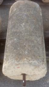 Rulo de piedra viva. Mide 52 cm de diámetro x 1.05 cm de alto.