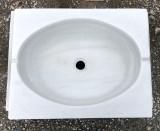 Fregadero antiguo de un seno en mármol blanco Macael. Mide 64 cm x 48 cm x 18 cm de alto