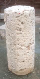 Rulo de piedra viva. Mide 48 cm de diámetro x 1.08 cm de alto.