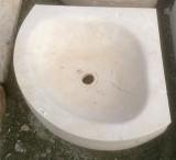 Lavabo de esquina crema márfil mide 45x45 el ángulo recto y de diámetro 57 cm x 14 cm de alto