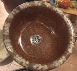 Lavabo de resina de diseño, mide 45 cm de diámetro x 17 cm de alto.