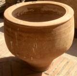 Corcio de barro antiguo. Mide 44 cm diámetro y 44 cm altura