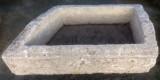 Pilón irregular de piedra. Mide 1.20 cm x 65 cm x 38 cm de alto.
