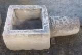 Pitorro de pozo de piedra arenisca. Mide 80 cm x 44 cm x 29 cm de alto