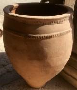 Corcio de barro antiguo. Mide 50 cm diámetro y 70 cm altura