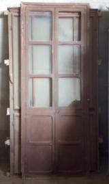 Alacena de madera antigua. Mide 88 cm de ancho x 2.30 cm de alto