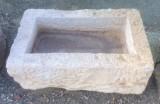 Pila de piedra viva. Mide 53 cm x 33 cm x 16 cm de alto