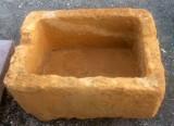 Pila de piedra arenisca, mide 71 cm x 53 cm x 36 cm de alta