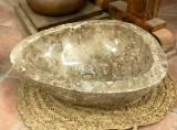 Lavabo de mármol emperador claro. Mide 46 cm x 36 cm x 14 cm de alto