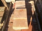 Losa de barro antigua. Mide 27x27x3 cm. Hay 152 Uds = 11,08 m2