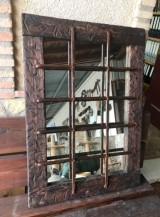 Ventana antigua con reja hecha espejo, ideal para baño. Mide 94.5 cm x 64.5 cm