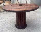 Mesa de madera antigua. Mide 99 cm de diámetro x 67 cm de alto
