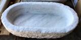 Pila de mármol ovalada, mide 67,5 cm x 42,5 cm x 14 cm de alta