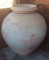 Tinaja de barro antigua. Mide 70 cm de diámetro mas ancho y 1 mt de altura