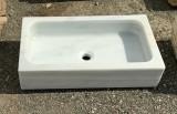 Fregadero de mármol de un seno. Mide 70 cm x 40 cm x 15 cm