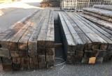Vigas madera de pino antiguas con corteza. Miden 14x15 y sus largos van desde 4.8 mts a 4.98 mts