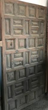 Puerta de madera antigua. Mide 92.5 cm de ancha x 1.78 cm de alta