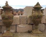Copa decorativa de piedra y terracota. Mide: 75 cm ancho x 1,75 cm alto x 90 cm fondo.