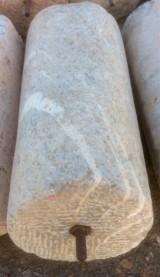 Rulo de piedra viva gris. Mide 48 cm de diáemetro x 1.08 cm de alto.