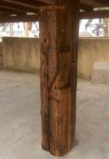 Viga de madera rústica. Mide 24 cm de diámetro x 2.24 cm de altura.