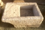 Pila de lavar antigua, mide 96 cm x 66 cm x 40 cm de alto.