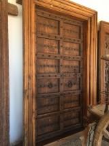 Puerta de madera antigua de 2 hojas, mide 1,50 cm x 2,40 cm alta.