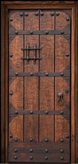 Puerta de una hoja apertura a izquierdas tallada, mide 1.09 cm x 2.18 cm de alta