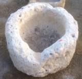 Pilón redondo de piedra arenisca. Mide 56 cm de diámetro x 35 cm de alto