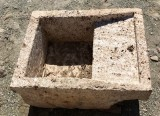 Pila de lavar antigua, mide 55 cm x 43 cm x 24 cm de alto