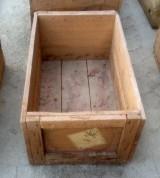 Cajón de madera. Mide 60 cm x 37 cm x 27 cm de alto