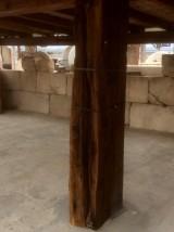 Viga de madera rústica. Mide 28 cm de diámetro x 2.37 cm de altura