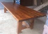Mesa de madera de pino, mide 3.60 cm larga x 1.09 cm ancha x 84 cm de altura