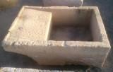 Pila de lavar antigua, mide 1.05 cm x 70 cm x 45 cm de alto