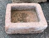 Pila de piedra. Mide 43 cm x 36 cm x 18 cm de alta