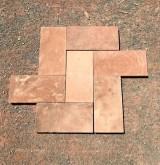 Losa de barro antigua. Mide 14x28x2 cm. En stock hay 56.13 m2
