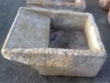 Pila de lavar antigua, mide 93 cm x 70 cm x 38 cm de alto