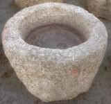 Pilón redondo de granito, mide 72 cm de diámetro x 64 cm de alto