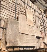 Ladrillo de suelo antiguo. Mide 32 cm x 16 cm x 3,5 cm. En stock hay 39 m2