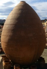 Tinaja de barro. Mide 2,55 cm x 1,68 cm diámetro.