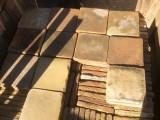 Losa de barro antigua. Mide 22x22x3 cm. Hay 152 Uds = 7,36 m2