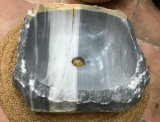Lavabo de mármol gris Macael. Mide 40 cm x 42 cm x 13 cm de alto
