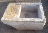 Pila de lavar antigua, mide 92 cm x 62 cm x 40 cm de alto.