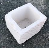 Pila de piedra. Mide 40 cm x 34 cm x 30 cm de alta