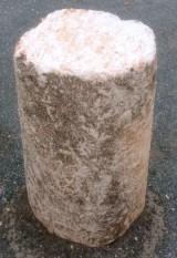 Rulo de piedra viva. Mide 42 cm de diámetro x 65 cm de alto.